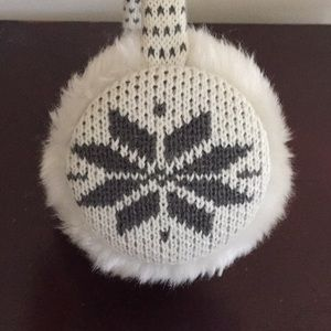 Accessories - NWOT White and Gray Snowflake Earmuffs (OS)
